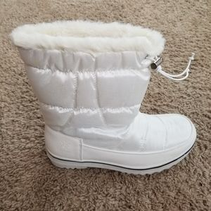 Globalwin Women's winter/snow boots size 8 white